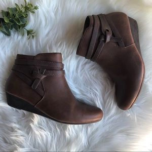 BareTraps wedge bootie🍁